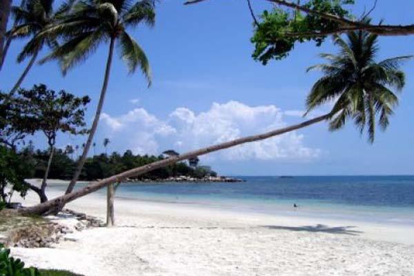 Pantai Lagoi - Indonesia/tourism.com
