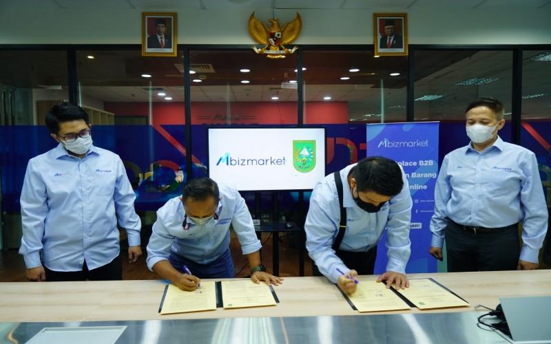 Mbizmarket menandatangani nota kesepahaman kerjasama dengan Pemprov Riau untuk pengadaan belanja langsung.  - Istimewa