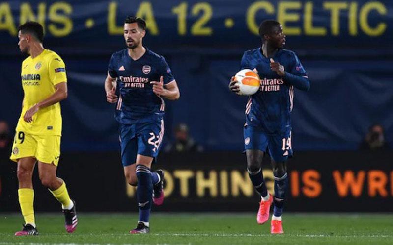 Pemain Arsenal Nicolas Pepe (kanan) selepas mencetak gol ke gawang Villarreal. - UEFA.com