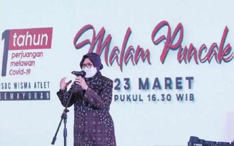 Menteri Sosial (Mensos) Tri Rismaharini menyampaikan apresiasi kepada tenaga kesehatan dan relawan dalam Malam Puncak 1 Tahun Perjuangan Melawan Covid-19 di Rumah Sakit Darurat Penanganan Covid-19 (RSDC) Wisma Atlet, Kemayoran, Jakarta, Selasa (23/3/2021). - Antara\r\n