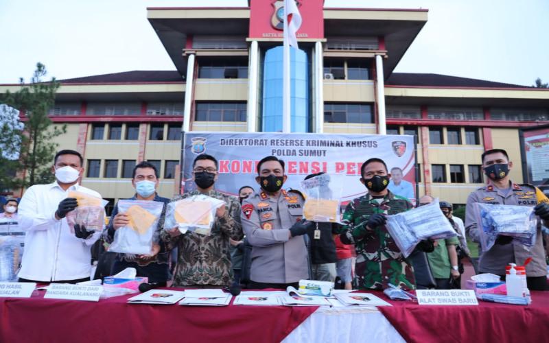 Kapolda Sumatra Utara Irjen Panca Putra saat menggelar keterangan resmi pengungkapan kasus alat tes antigen bekas di Mapolda Sumatra Utara, Kamis (29/4/2021) kemarin. - Cristin Manik