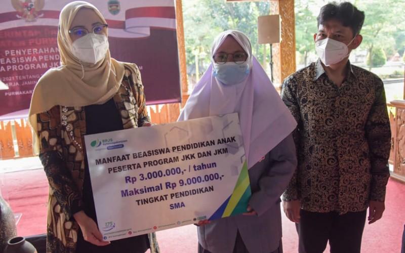 Beasiswa BP Jamsostek untuk pelajar di Purwakarta - Bisnis/Asep Mulyana