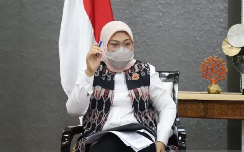 Menaker Ida Fauziyah dalam konferensi pers virtual Kementerian Ketenagakerjaan (Kemnaker) yang dipantau dari Jakarta pada Senin (12/4/2021). - Antara\r\n