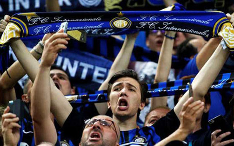 Suporter Inter Milan - Reuters