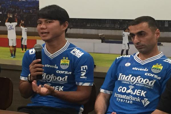 Achmad Jufriyanto (kiri). JIBi/Bisnis - Dea Andriyawan