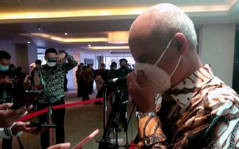 Wakil Direktur Utama I BSI Ngatari memberikan keterangan kepada wartawan di Makassar, Sabtu (1/5/2021). - Antara\r\n