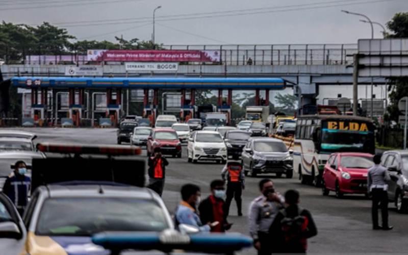 Pemberlakukan ganjil genap bagi kendaraan bermotor pada akhir pekan di Kota Bogor./Antara/HO - Polresta Bogor Kota