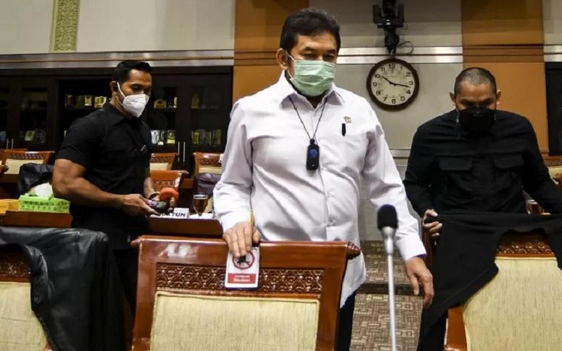 Jaksa Agung Burhanuddin saat bersiap mengikuti Rapat Dengar Pendapat (RDP) bersama Komisi III DPR di Kompleks Parlemen, Senayan, Jakarta, Selasa (26/1/2021). - Antara