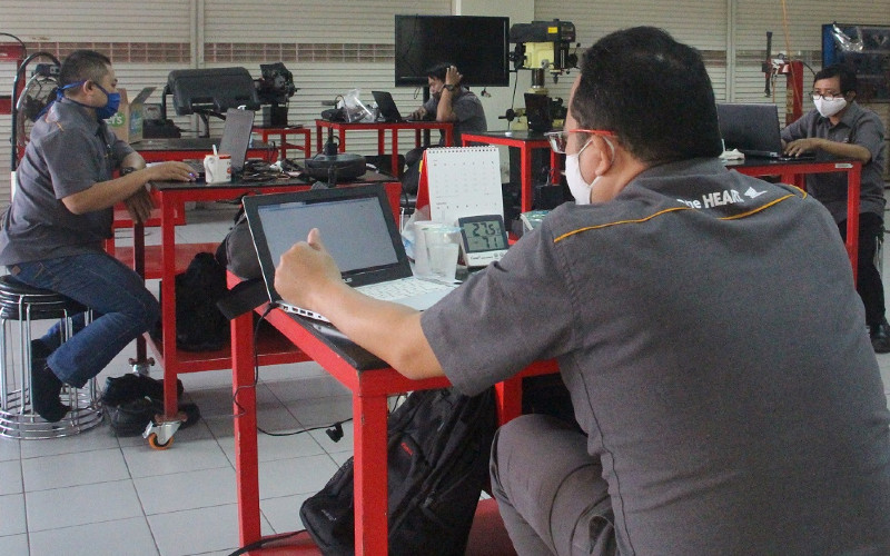 PROBLEM PENYERAPAN TENAGA KERJA : Gotong Royong Bangun SDM