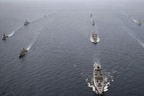 Armada angkatan laut Australia. Australia menjadi sekutu penting Amerika Serikat di Pasifik, namun juga tengah mesra menjadi kerja sama ekonomi dengan China. - Reuters