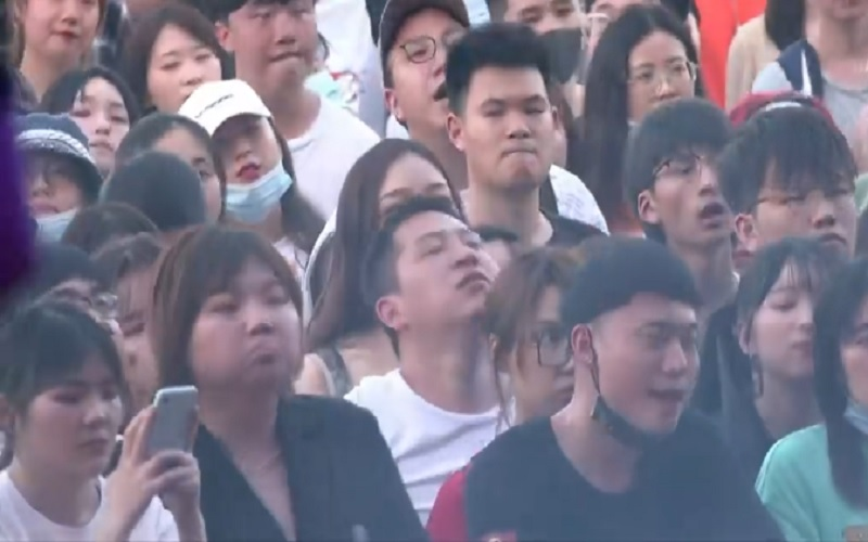 Sembari memperingati Hari Buruh Internasional, ribuan orang datang ke Wuhan Strawberry Music Festival pada Sabtu (1/5/2021). - Istimewa