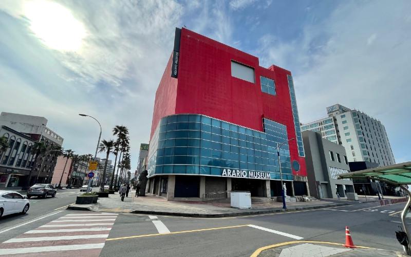 Arario Museum. Museum seni kontemporer tersebut bertempat di gedung bioskop enam lantai yang telah direnovasi.  - VisitJeju.net