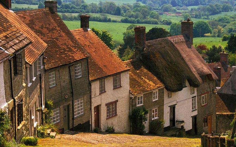 Perumahan desa di Inggris. - Countryfile.com