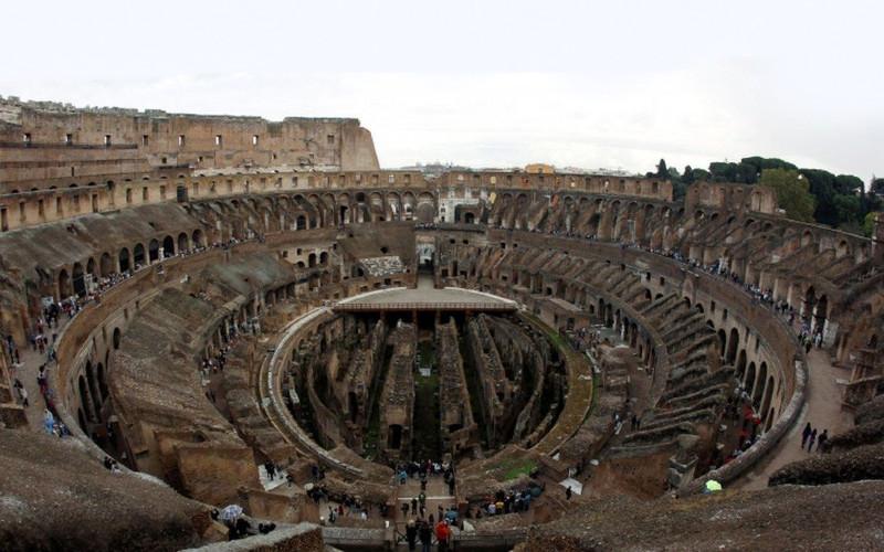 Colosseum adalah amfiteater terbesar di Kekaisaran Romawi. Kondisi lantai saat ini.  - bbc