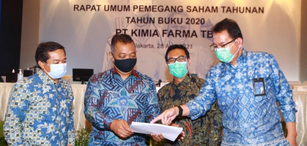 Manajemen PT Kimia Farma Tbk. (KAEF) berfoto usai menggelar Rapat Umum Pemegang Saham Tahunan 2020 di Jakarta, Rabu (28/4/2021). - kimiafarma.co.id