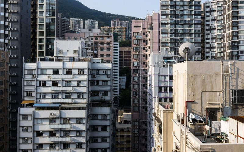 Bangunan residensial di Hong Kong. - Bloomberg