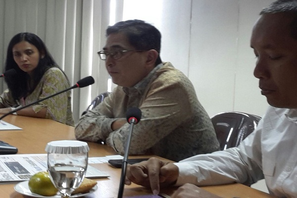 Presdir PT Indika Energy Tbk M. Arsjad Rasjid PM didampingi Corsec Dian Paramita mengunjungi redaksi Bisnis Indonesia - Bisnis