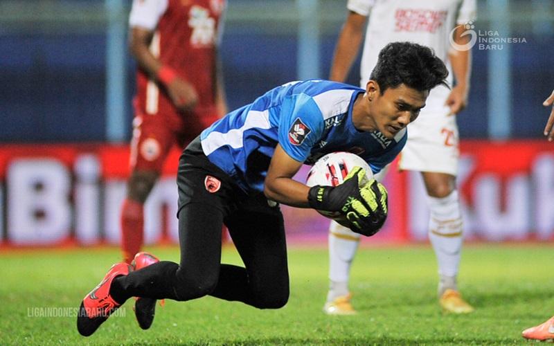 Ilustrasi-Penjaga gawang PSM Makassar Hilman Syah - Liga Indonesia