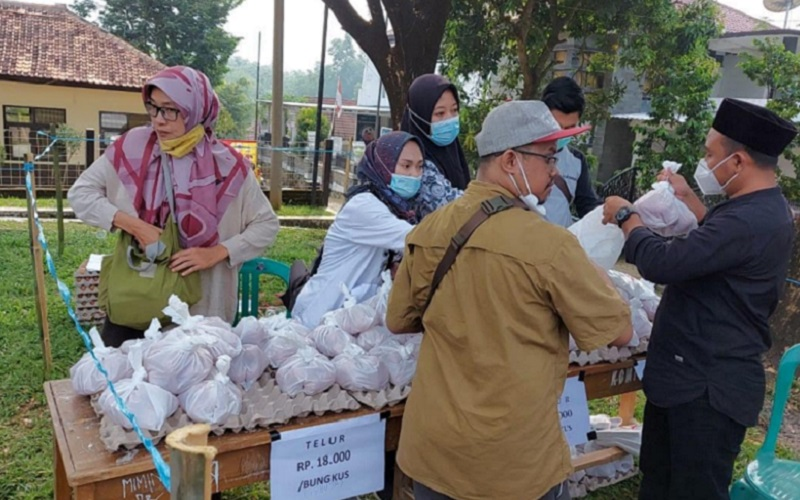 Bazar murah kebutuhan pokok di Kabupaten Purwakarta - Bisnsi/Asep Mulyana