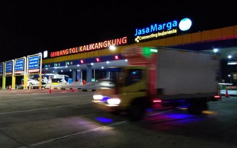 Suasana aktivitas kendaraan di Gerbang Tol Kalikangkung, Semarang, Jawa Tengah, Kamis (6/5/2021). - Antara\r\n