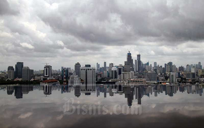 Pemandangan gedung bertingkat di Jakarta, Selasa (9/2/2021). Bisnis - Arief Hermawan P