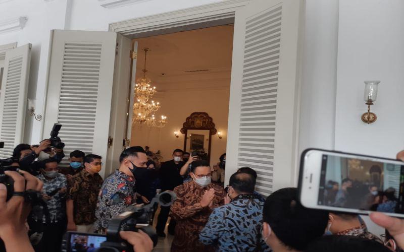 Ketua Umum Partai Demokrat Agus Harimurti Yudhoyono atau AHY menyambangi Gubernur DKI Jakarta Anies Baswedan di Balai Kota DKI Jakarta pada hari ini. - Nyoman Ary Wahyudi\r\n