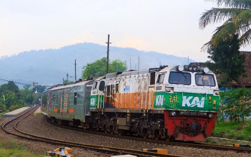 KAI memasang livery khusus Ramadan di 9 lokomotif.  - KAI