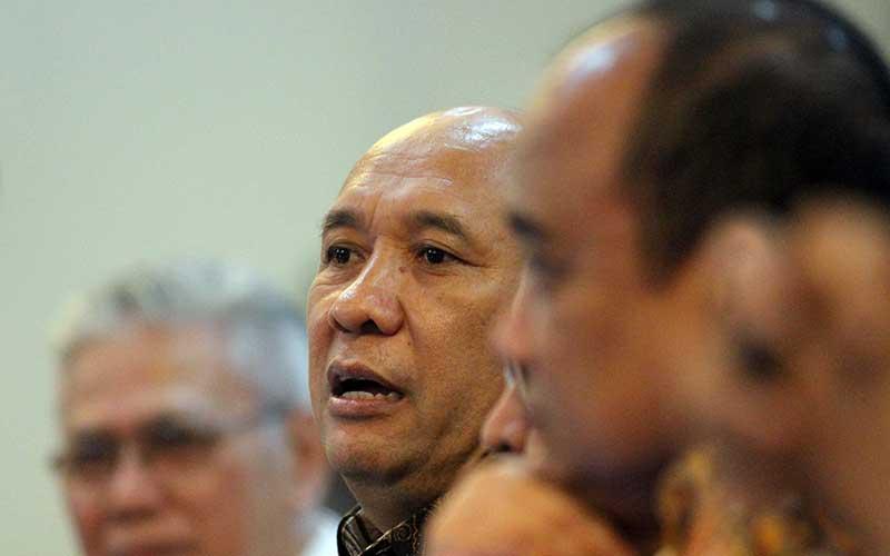 Menteri Koperasi dan Usaha Kecil Menengah Teten Masduki memberikan penjelasan pada ngorol bareng bersama para pelaku koperasi dan UKM tentang Omnibus Law di Jakarta, Senin (9/3/2020). Bisnis - Dedi Gunawan