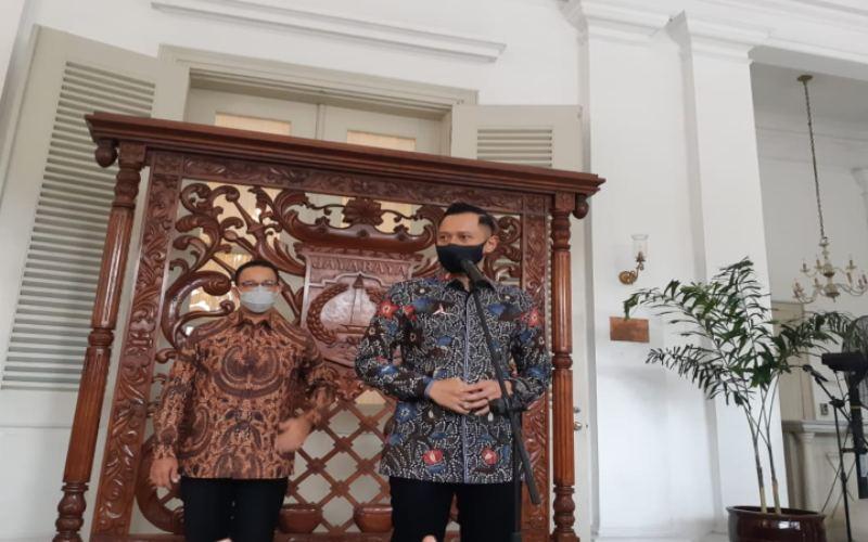 Ketua Umum Partai Demokrat Agus Harimurti Yudhoyono atau AHY memberikan keteranagan usai bertemu dengan Gubernur DKI Jakarta Anies Baswedan, Kamis (6/5/2021). - Nyoman Ary Wahyudi