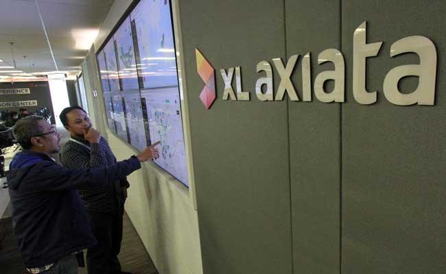 Karyawan beraktivitas di kantor XL Axiata.  - Bisnis/Arief Hermawan P