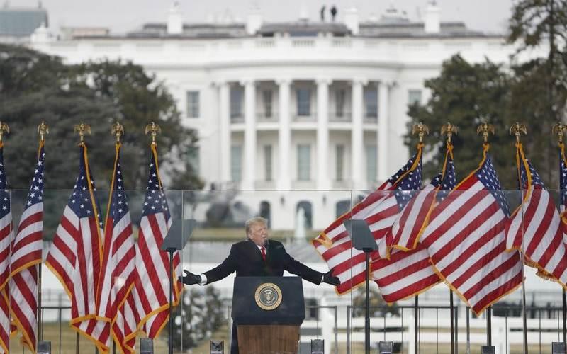 Mantan Presiden Donald Trump saat kampanye di dekat Gedung Putih, 6 Januari/EPA - Bloomberg/Shawn Thew