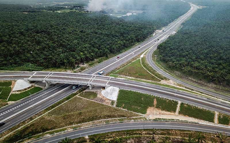 Foto udara Tol Pekanbaru-Dumai di Riau, Sabtu (26/9/2020). Tol Pekanbaru-Dumai sepanjang 131,5 Kilometer ini baru saja diresmikan oleh Presiden Joko Widodo pada 26 September kemarin dan merupakan bagian dari Tol Trans Sumatera sepanjang 2.878 kilometer.  - ANTARA