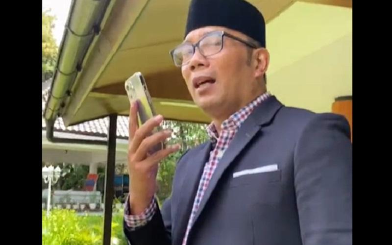 Gubernur Jawa Barat Ridwan Kamil saat video call dengan Gubernur Jateng Ganjar Pranowo terkait pembangunan Masjid Raya di Kota Baru, Purwokerto