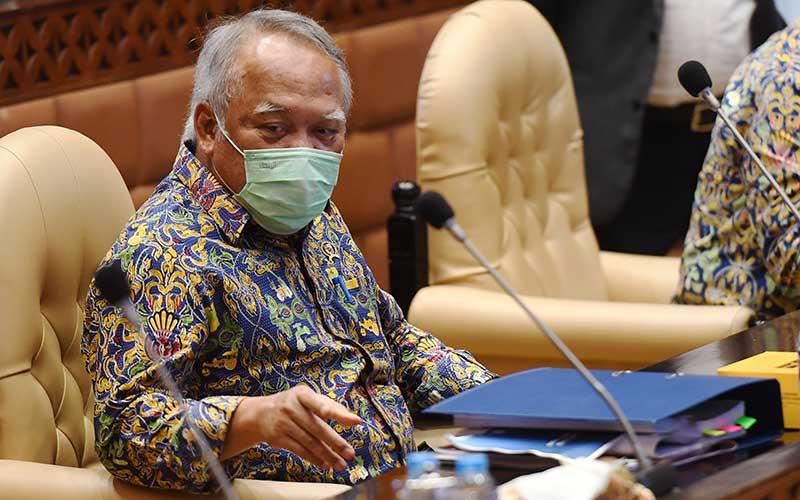 Menteri PUPR Basuki Hadimuljono mengikuti rapat kerja dengan Komisi V DPR di Kompleks Parlemen, Senayan, Jakarta, Rabu (23/9/2020). ANTARA FOTO - Hafidz Mubarak A
