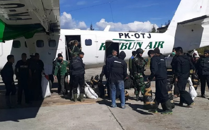 Pasukan gabungan TNI dan Polri tiba di Ilaga, Kabupaten Puncak, Papua, Sabtu pagi (1/5/2021). - Antara\r\n