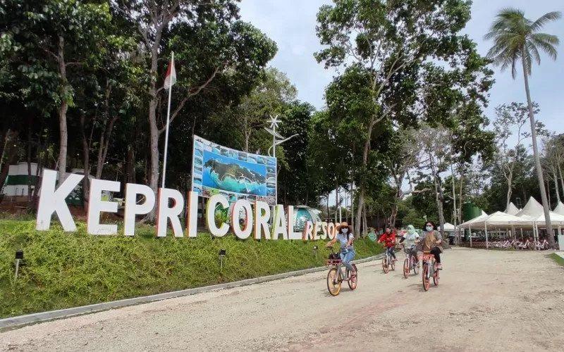 Pengunjung berwisata mengenakan masker di Kepri Coral, Kota Batam, Kepulauan Riau, beberapa waktu lalu. - Antara