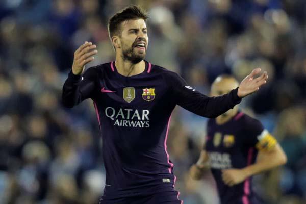 Pemain belakang Barcelona Gerard Pique - Reuters