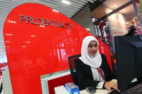 Karyawati beraktivitas di konter pelayanan Prudential Tower Jakarta, Rabu (7/2/2018). - JIBI/Dwi Prasetya