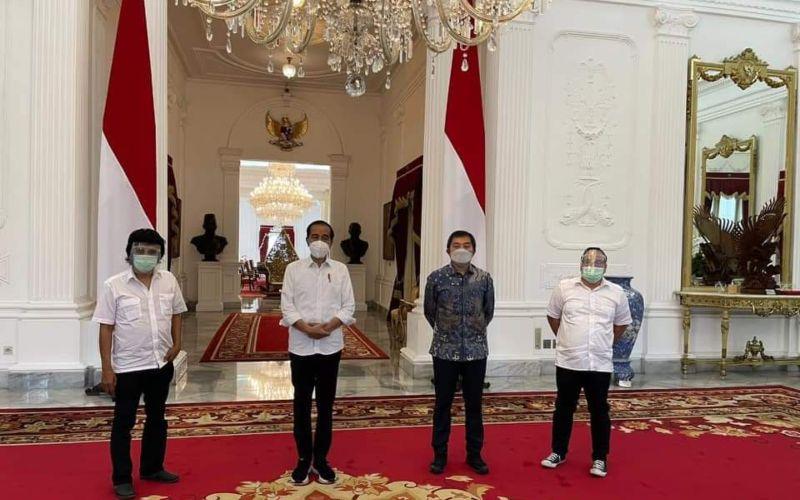 Politikus PDIP Adian Napitupulu bersama sejumlah tokoh mantan aktivis' 98 bertemu dengan Presiden Jokowi di Istana Negara, Jakarta, Senin 10 Mei 2021 / Istimewa