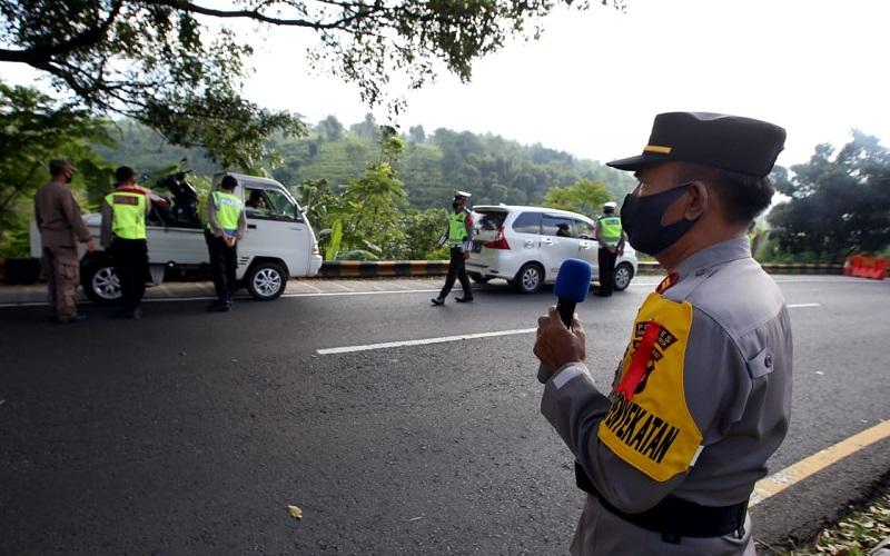 Penyekatan dan pemeriksaan kendaraan di jalur mudik Gentong, Tasikmalaya - Bisnis