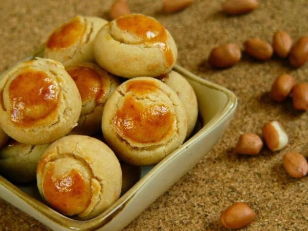 Kue kacang sering disajikan saat Lebaran. - ilustrai