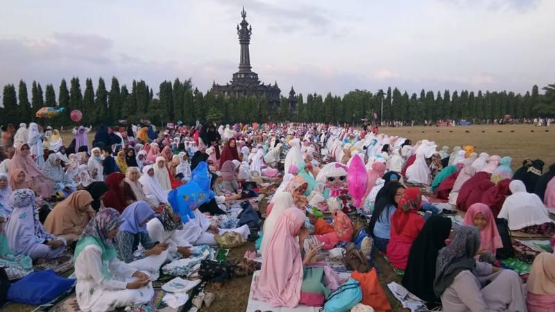 Umat muslim di Bali melaksanakan Salat Id di Lapangan Renon, Rabu (5/6/2019). JIBI/Bisnis - Tim Jelajah Jawa/Bali 2019