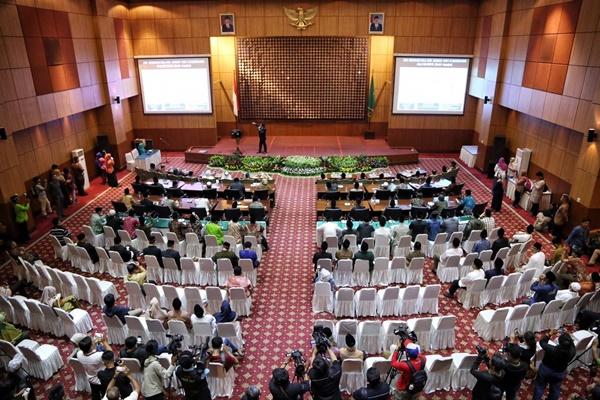 Sesi pemaparan posisi hilal awal Ramadan 1440H secara hisab oleh Tim Falakiyah Kementerian Agama di Auditorium HM Rasjidi. - @Kemenag_RI