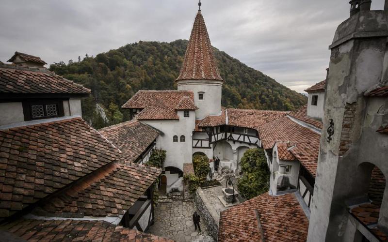 Kastil Drakula.  - Pariwisata Rumania
