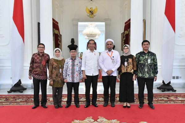 Staf Khusus Presiden dan Tenaga Ahli Kantor Staf Presiden saat bertemu dengan Presiden Joko Widodo - KSP