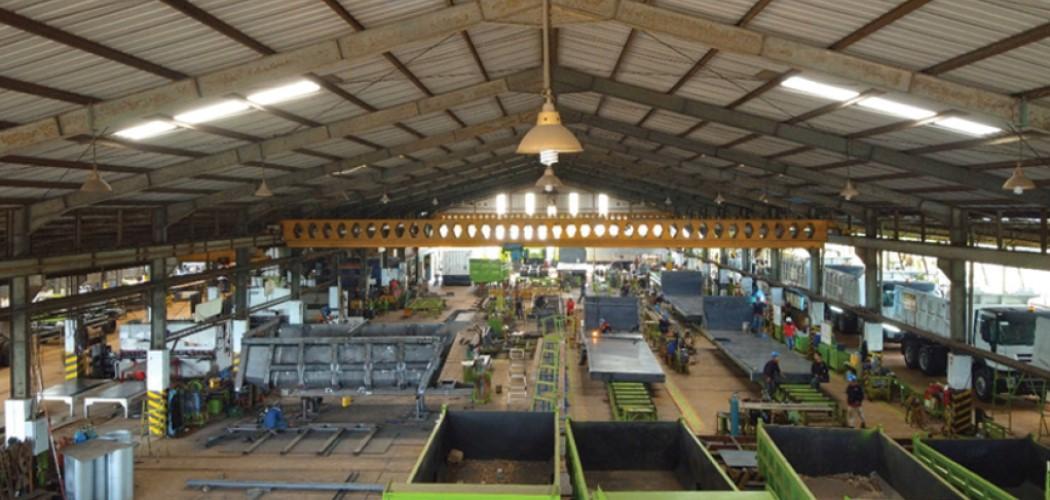 Suasana pabrik karoseri Harapan Duta Pertiwi yang akan IPO pada 24 Mei mendatang. - Dok. Prospektus