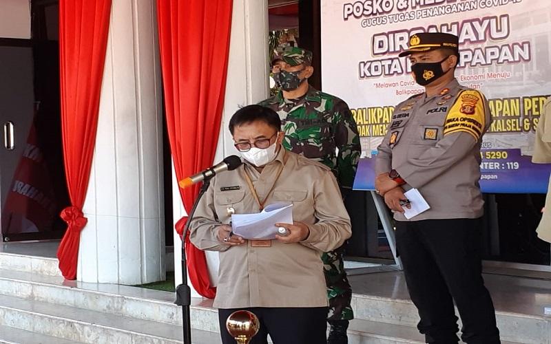 Wali Kota Balikpapan Rizal Effendi saat menyampaikan rilis penambahan kasus Covid-19. - Bisnis/Muhammad Mutawallie Sya'rawie