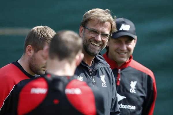 Pelatih Liverpool Juergen Klopp dalam sesi latihan. - REUTERS