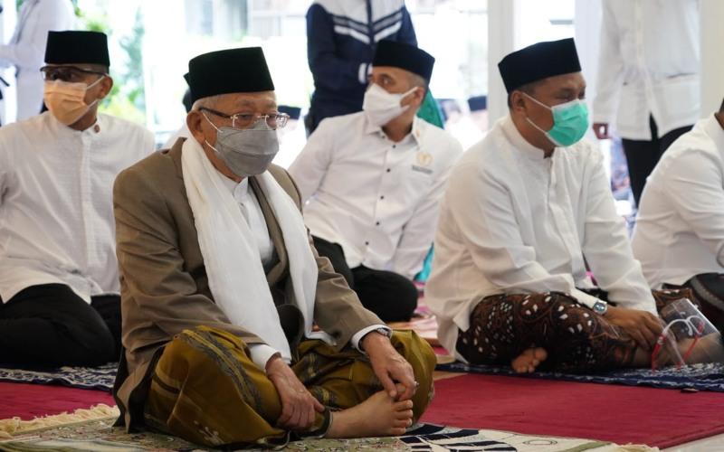 Wakil Presiden RI Ma'ruf Amin bersiap mengikuti salat Idulfitri 1442 Hijriah - Dok. / Setwapres