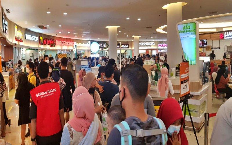 Suasana Foodcourt Tunjungan Plaza 3 Surabaya saat akhir pekan menjelang Lebaran 2021. JIBI - Bisni/Peni Widarti